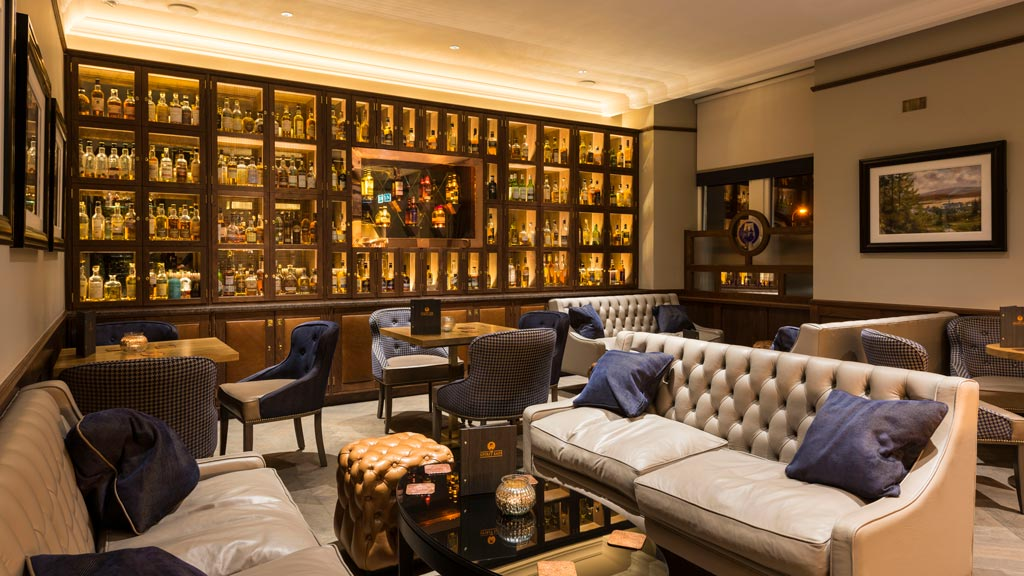 Bar des Station Hotel in der Speyside, ein der wichitgsten Whisky-Regionen Schottlands